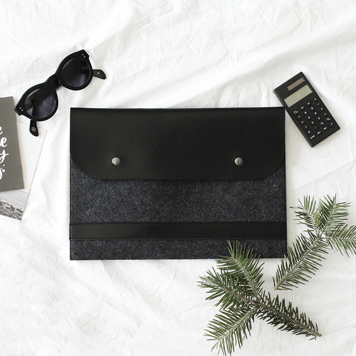 Just Black laptop pouch